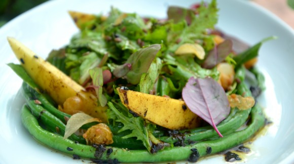 Green mango and flaxseed salad