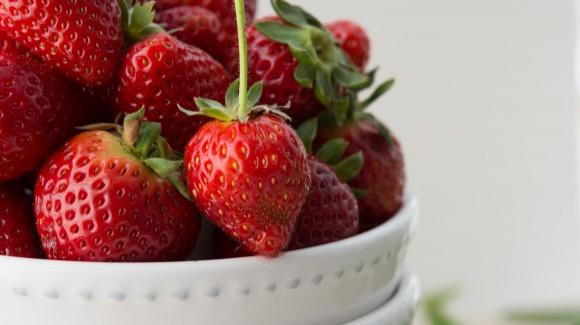 Fresas con leche vegetal