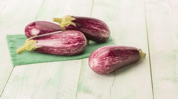 Gegrilde gestreepte aubergines