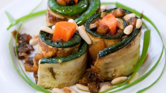 Zucchini and carrot roll-ups with pine nuts