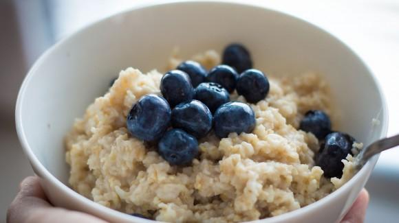 Doe jij dit ingrediënt al door je havermout-ontbijtje?