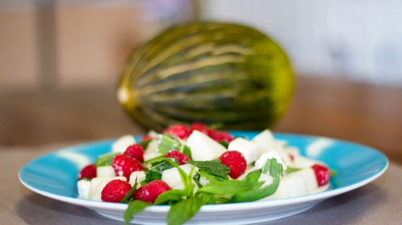 Piel de sapo melon salad with raspberries, mint and feta