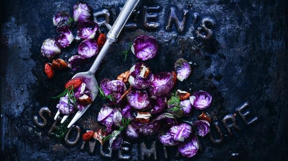 Insalata di cavoletti viola con bacche di goji