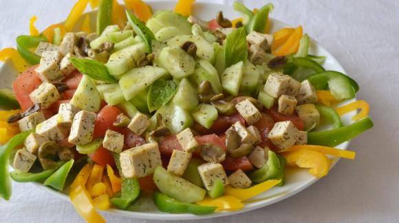 Il colore a tavola: tra gusto e benessere con l'insalata dell'estate