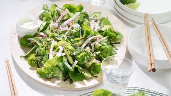 Japanse sushi salade met Salanova, avocado en komkommer