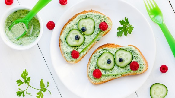 Make your own kids cucumber spread sandwich