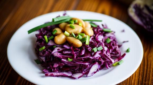 Crispy green salad with garlic anchovies dressing
