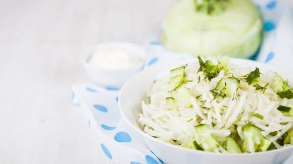 Koolrabi venkel salade met citroen en kappertjes
