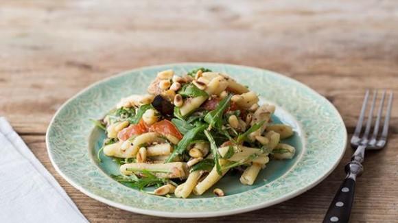 Lauwwarme pasta-aubergine salade