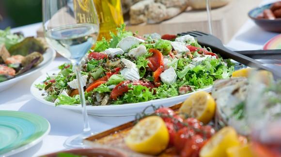 Linzen salade met geroosterde paprika, geitenkaas en knapperige Salanova