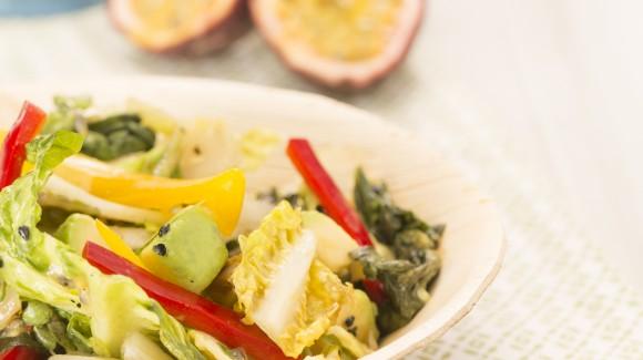 Little gem salade met passievrucht en avocado