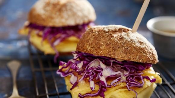 Pane e panelle con cavolo cappuccio viola