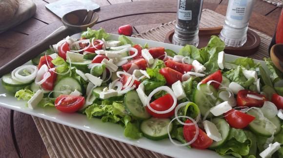 Insalata di pomodori Mandello con lattuga e cetrioli