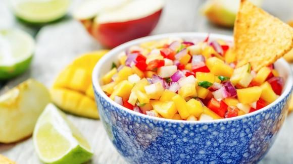 Salsa de mango con guindillas y pepino