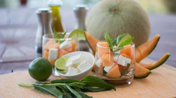 Summer salad with melon, mint and feta