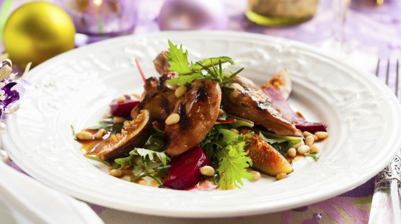 Christmas salad with beetroot, figs and smoked duck