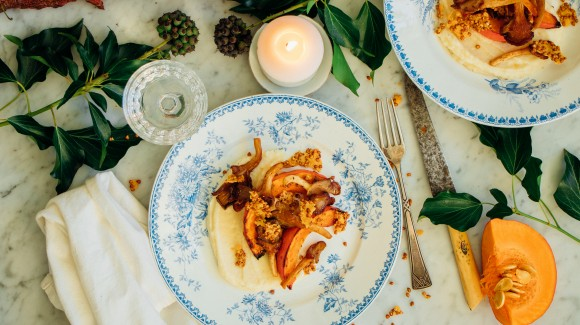 Pastinaak- en knolselderijpuree met witte chocolade, gebakken oesterzwammen, pompoen en boekweitcrunch