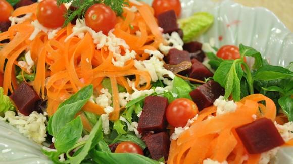 Peynirli Mevsim Salatası