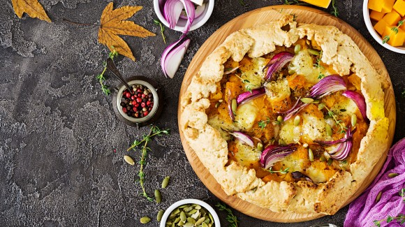 Savoury pumpkin pie with red onion and feta cheese