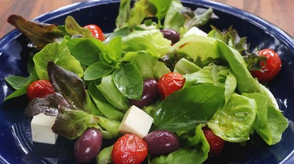 Salada mix Salanova com queijo branco