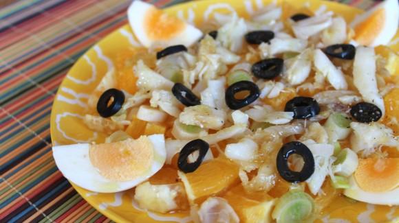 Ensalada de naranja, cebolleta y bacalao