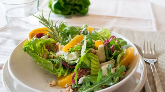 Herbstsalat mit Orangen und Walnüssen