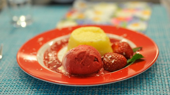 Zitronenpudding mit Roter Beeren-Soße