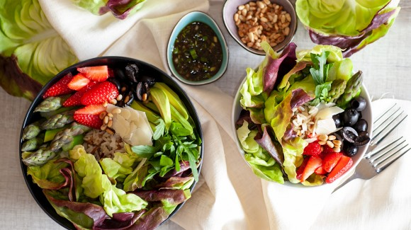 Buddha Bowl with red lettuce hearts, asparagus, strawberries and avocado