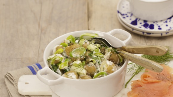 Potato salad with leek and salmon