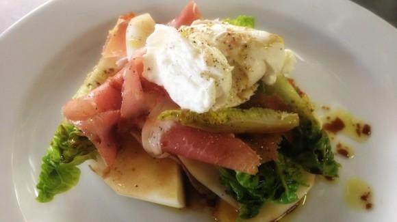 Spaanse salade met rauwe ham, buffelmozzarella & piel de sapo meloen