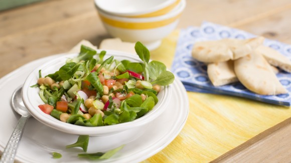 Chick-pea salad with radish and string beans