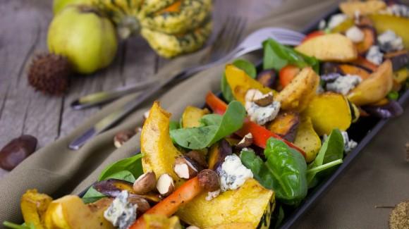 Salat aus Babyspinat und geröstetem Kürbis