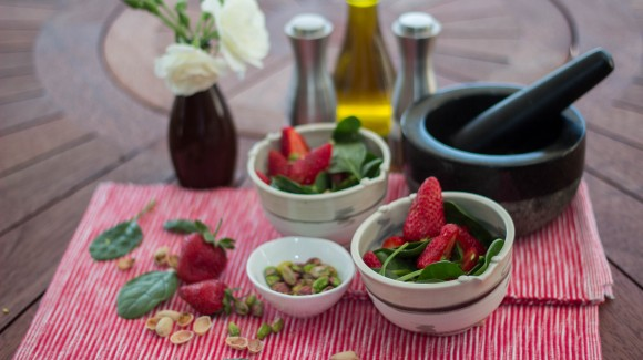Strawberry, baby spinach and pistachio salad