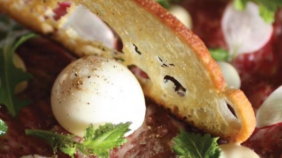 Carpaccio mit Wagyufleisch und Wasabisalat mit Radieschen