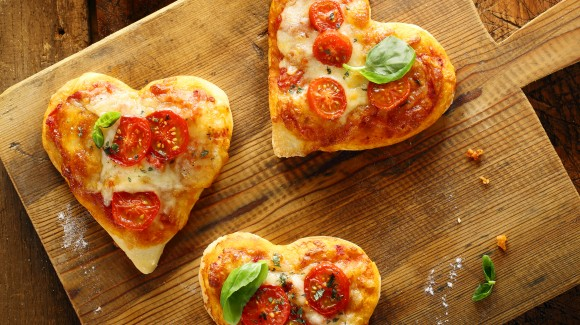 Sweetheart pizza Caprese