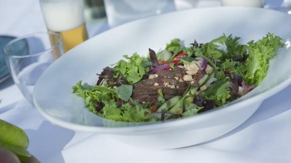 Ensalada talilandesa de ternera con Salanova® Crispy roja y verde