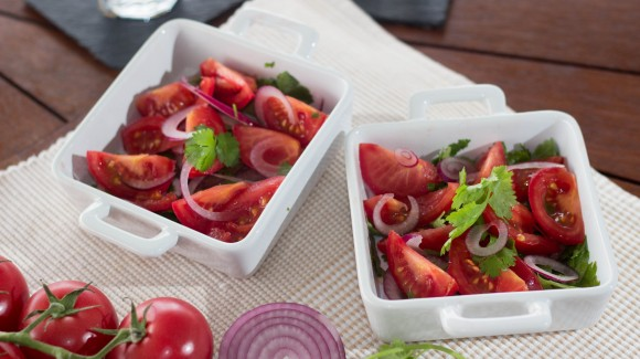 Tomato, coriander and red onion salad
