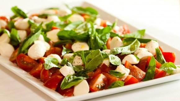 Tapas de tomates au basilic et au bocconcini