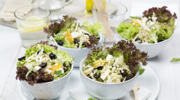 Couscoussalat mit Fenchel, Orange, Oliven und Feta