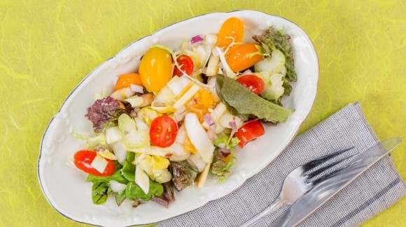 Chicory salad with celery, apple and apricots