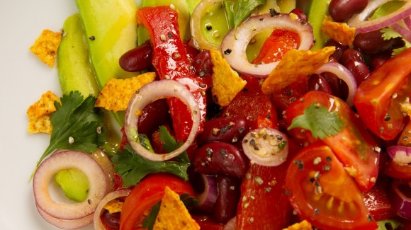 Tomato salad with sweet peppers, kidney beans and avocado