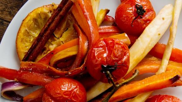 Wortelsalade met tomaat en pastinaak