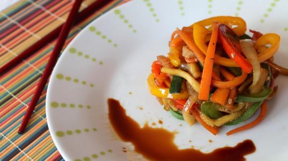 Wok de verduras salteadas con salsa de soja