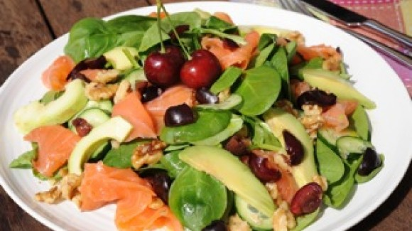 Zesty cherry salad with spinach, salmon and walnuts